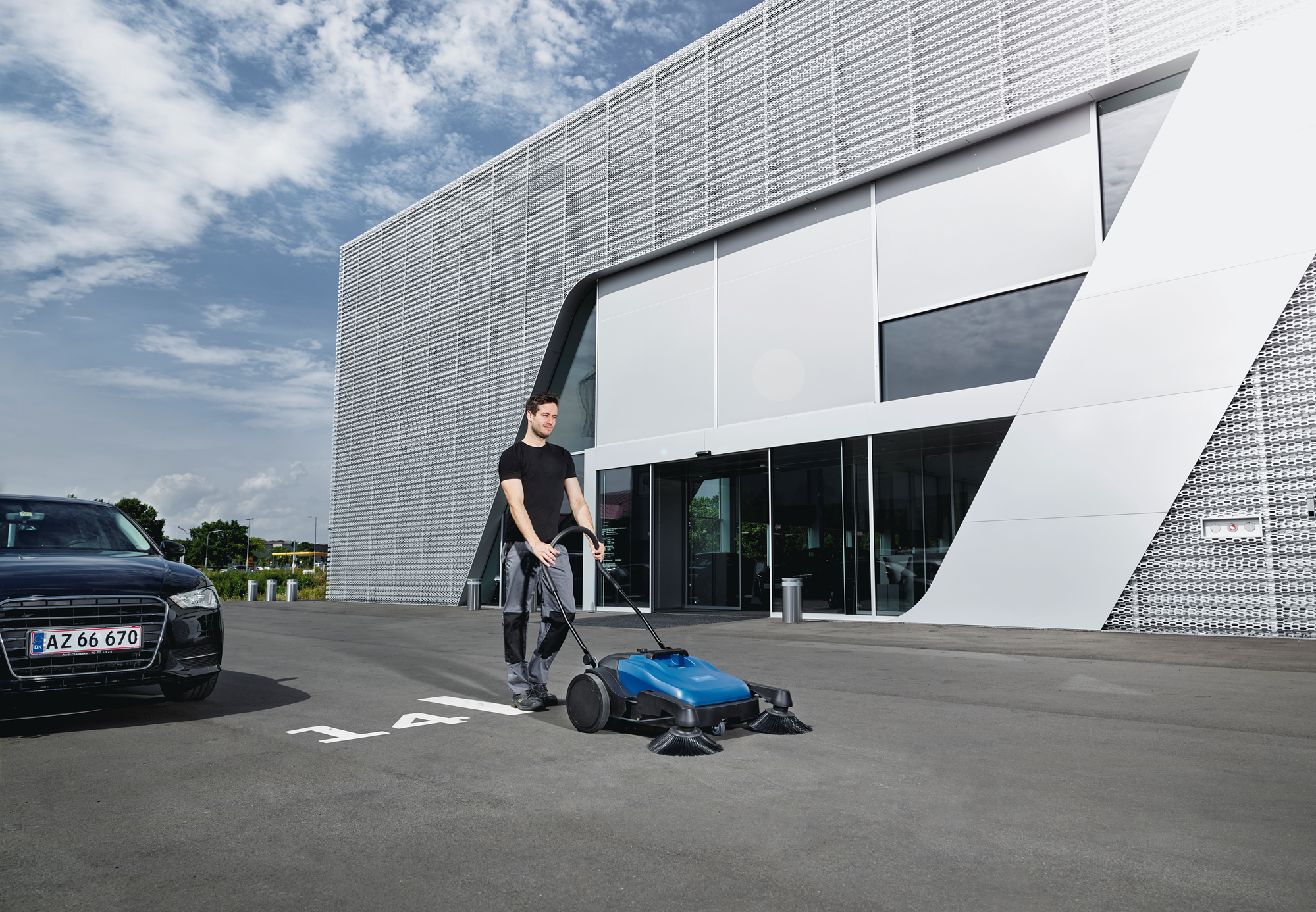 Product, Floor cleaning, Sweepers, Manual sweepers, Nilfisk, FLOORTEC 592 M