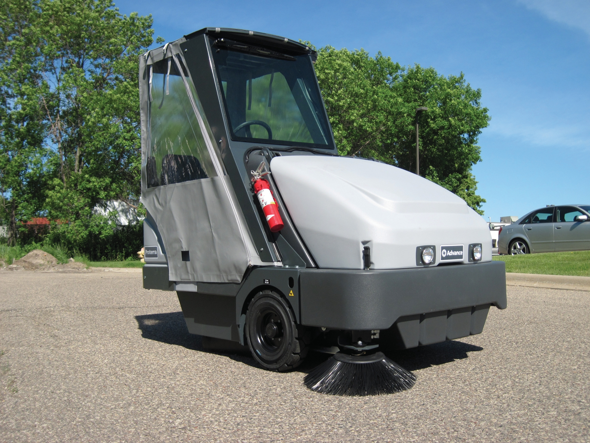 Product, Floor cleaning, Sweepers, Ride-on sweepers, Nilfisk, PROTERRA 5130 B TRIOSWEEP 1 PH